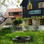 Terrasse, Spielplatz und Liegewiese